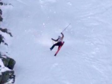 Aparatosa caída en la nieve de Jennie Symons.