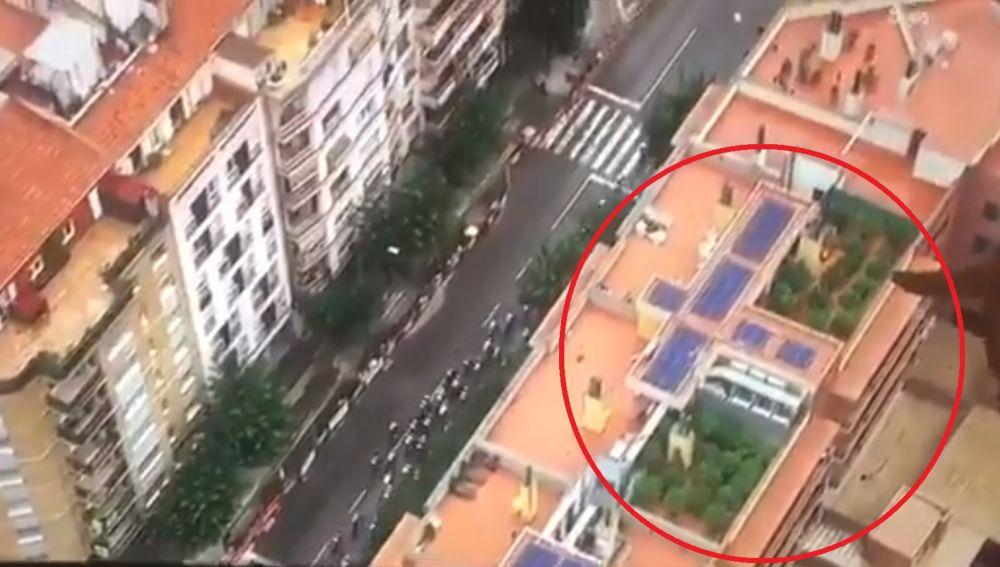 Imagen de la azotea con las plantas de cannabis tomada por el helicóptero de la Vuelta