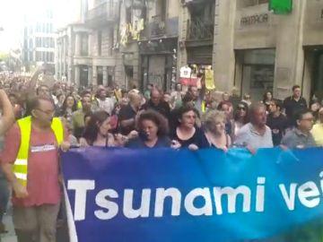 Medio millar de vecinos se manifiestan contra la inseguridad en Barcelona