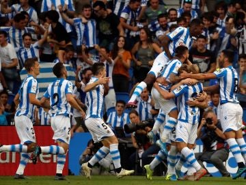 La Real Sociedad celebra el segundo gol en Anoeta