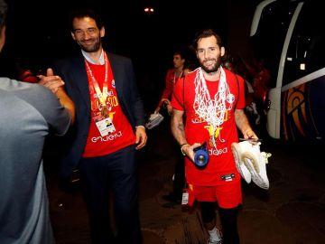 Jorge Garbajosa con Rudy Fernández en la celebración del Mundial de baloncesto
