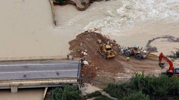 Antena 3 Noticias Fin de semana (15-09-19) Una rotura en la mota de Segura en Heradades obliga a evacuar a 200 vecinos por las inundaciones de la DANA