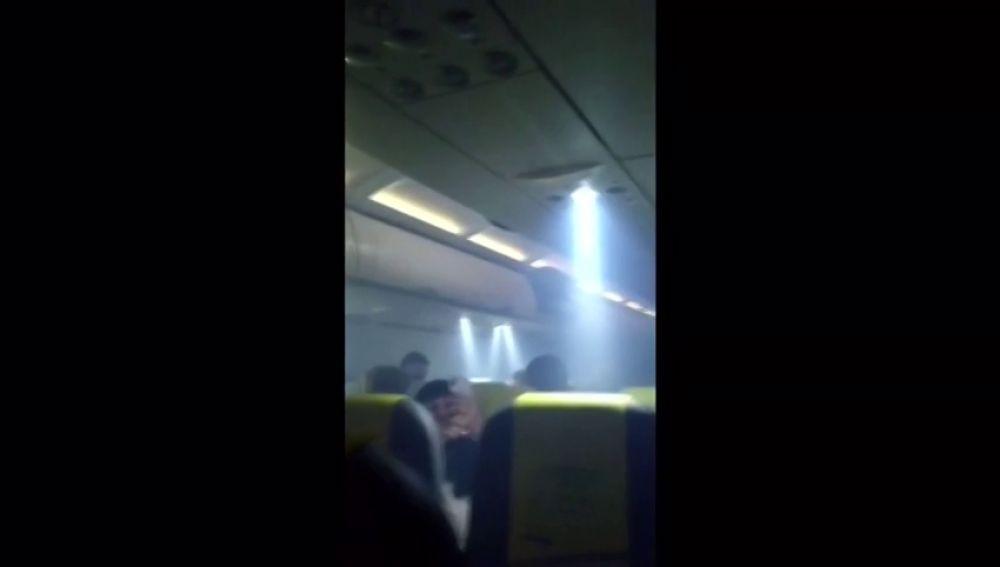 Un avión de vueling aterriza de emergencia en el Prat tras llenarse de humo la cabina de pasajeros