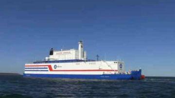 Rusia lanza la primera central nuclear flotante
