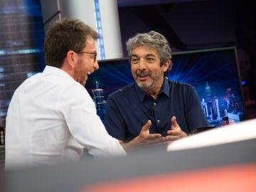 """La anécdota de Ricardo Darín con una famosa presentadora de televisión argentina: """"Se meó de la risa"""""""