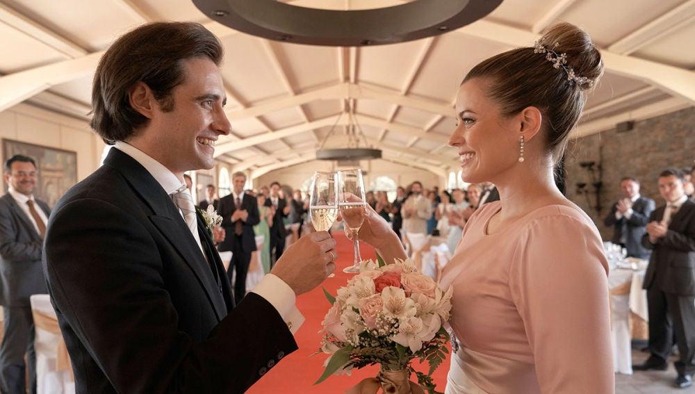 Lourdes y Jacobo brindan por una vida juntos tras darse el 'Sí, quiero'