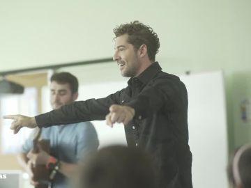 David Bisbal se convierte en profesor de música por un día