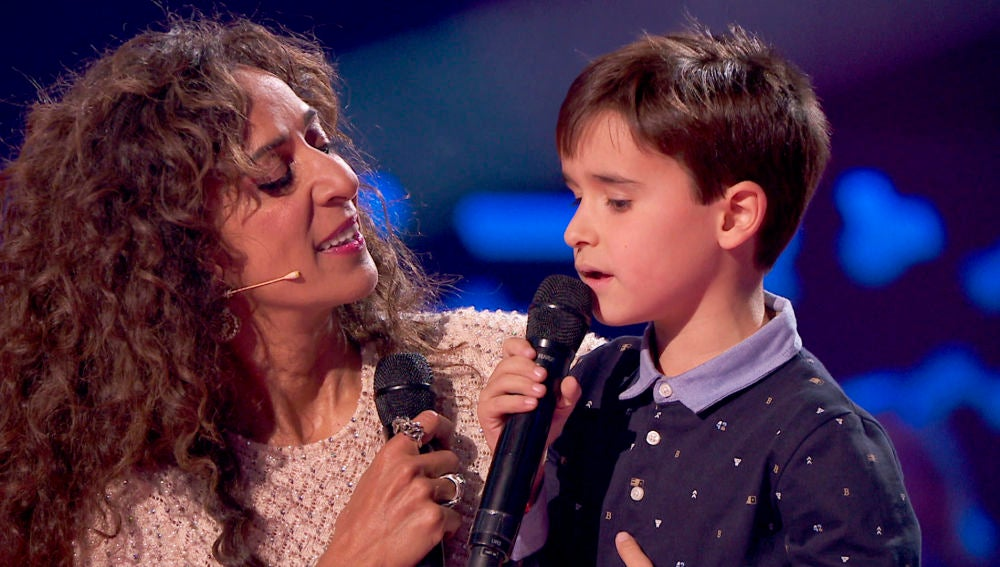 Rosario Flores y Daniel García cantan 'Qué bonito' en las Audiciones a ciegas de 'La Voz Kids'