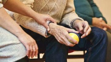 En España, una de cada seis personas mayores de 65 años padece Alzheimer