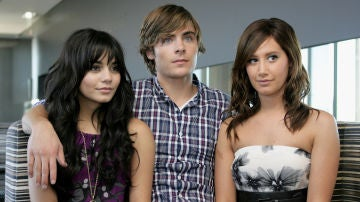 Troy Bolton (Zac Efron), Gabriella Montez (Vanessa Hudgens), Sharpay Evans (Ashley Tisdale) en 'High School Musical'