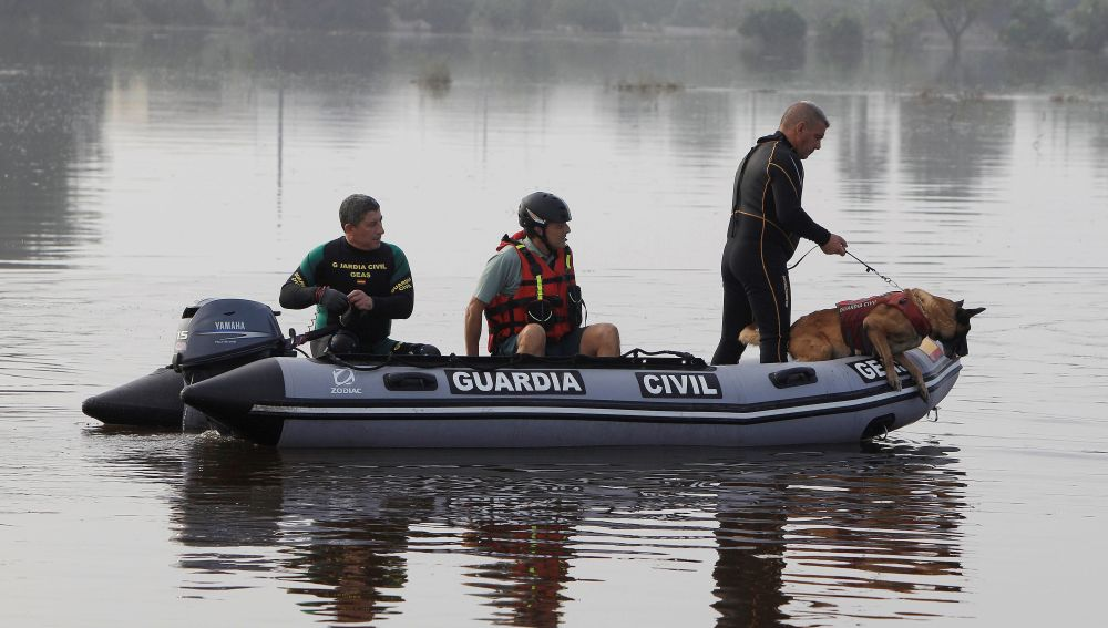 Miembros del equipo de rescate