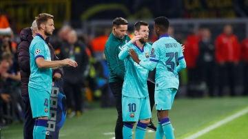 Messi entra en el terreno de juego por Ansu Fati