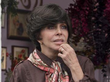 Verónica Castro como Virginia de la Mora en 'La casa de las flores'