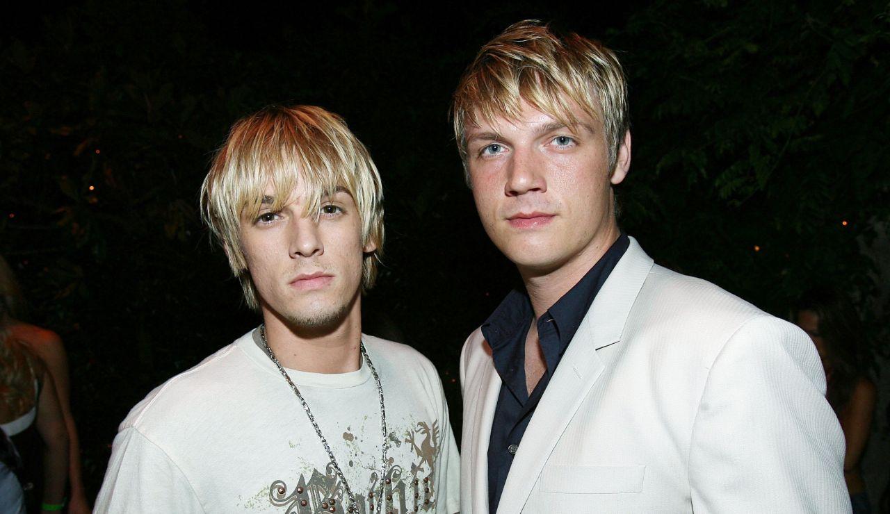 Aaron y Nick Carter durante un evento en 2011