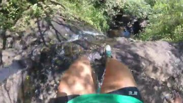 La terrible agonía de Heather Friesen tras caer desde una cascada de 15 metros en Hawái