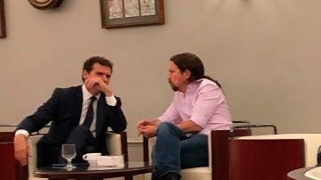 La foto de Rivera e Iglesias en la cafetería del Congreso que publicó Oscar Puente en su cuenta de twitter