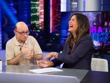 Nuria roca sorprende a Pablo Motos con un traductor de la jerga adolescente
