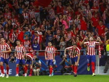 El Atlético de Madrid celebra el gol del empate