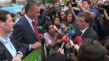 Tensión entre Almeida y Ortega Smith durante el minuto de silencio por la última víctima de violencia machista