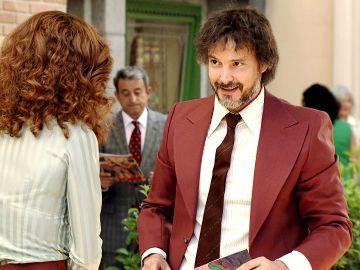 El casual primer encuentro entre Julia y Guillermo en la Plaza de los Frutos