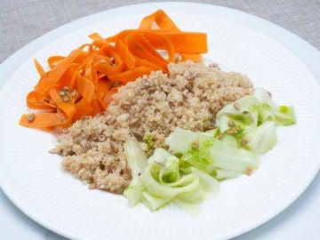 Ensalada de quinoa, pepino y zanahoria