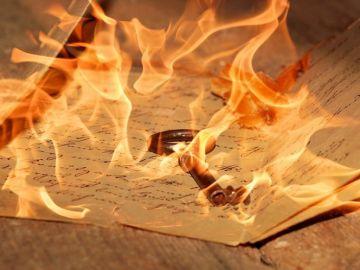 Cartas quemándose