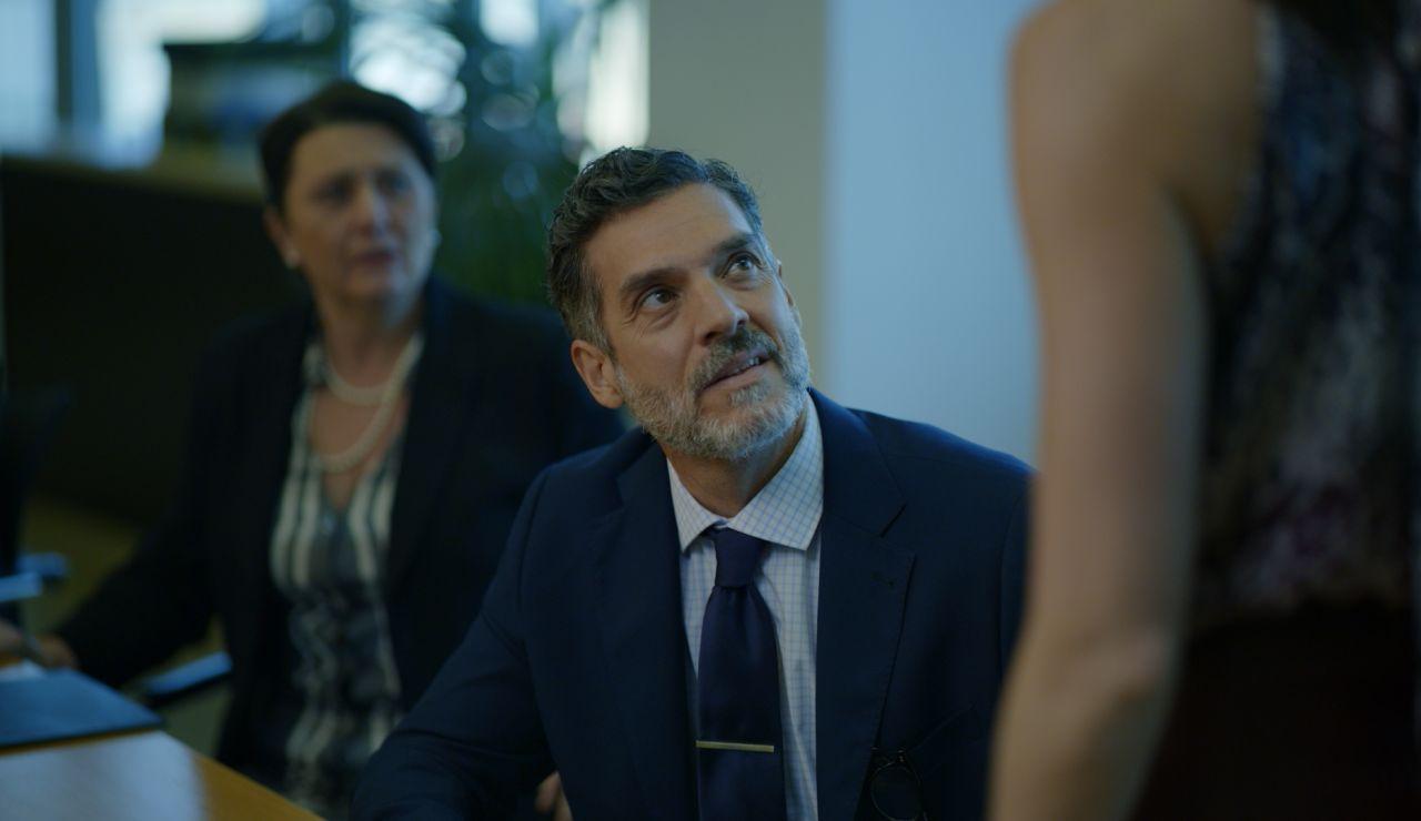 Javier Mora es Ángel Altamira en 'Toy boy'