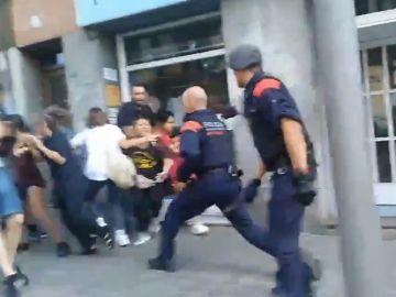 Cargas policiales en un desahucio de Sants