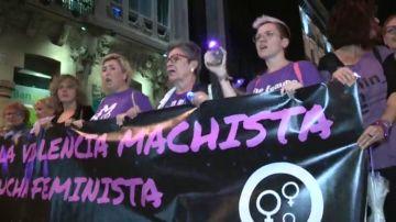 Miles de mujeres se manifiestan en toda españa bajo el lema 'La noche será violeta'