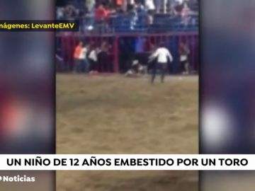 Un toro embiste a un niño tras caer de la grada en Tavernes de la Valldigna, en Valencia