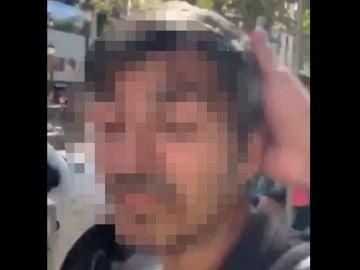 Un hombre reparte collejas a los carteristas de Barcelona