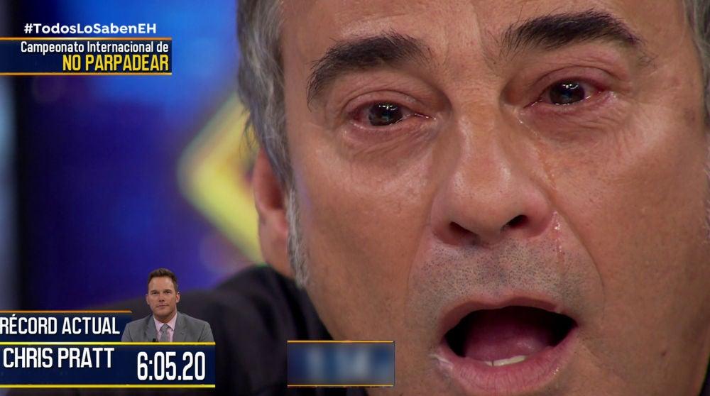 Eduard Fernández sufre en el campeonato internacional de no parpadear en 'El Hormiguero 3.0'