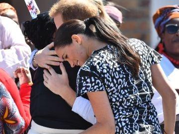 Meghan Markle y el príncipe Harry durante su viaje a Sudáfrica