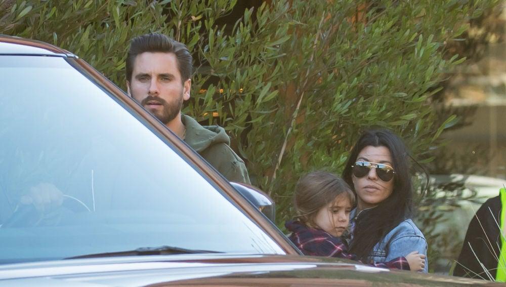 Kourtney Kardashian y Scott Disick con su hija Penelope