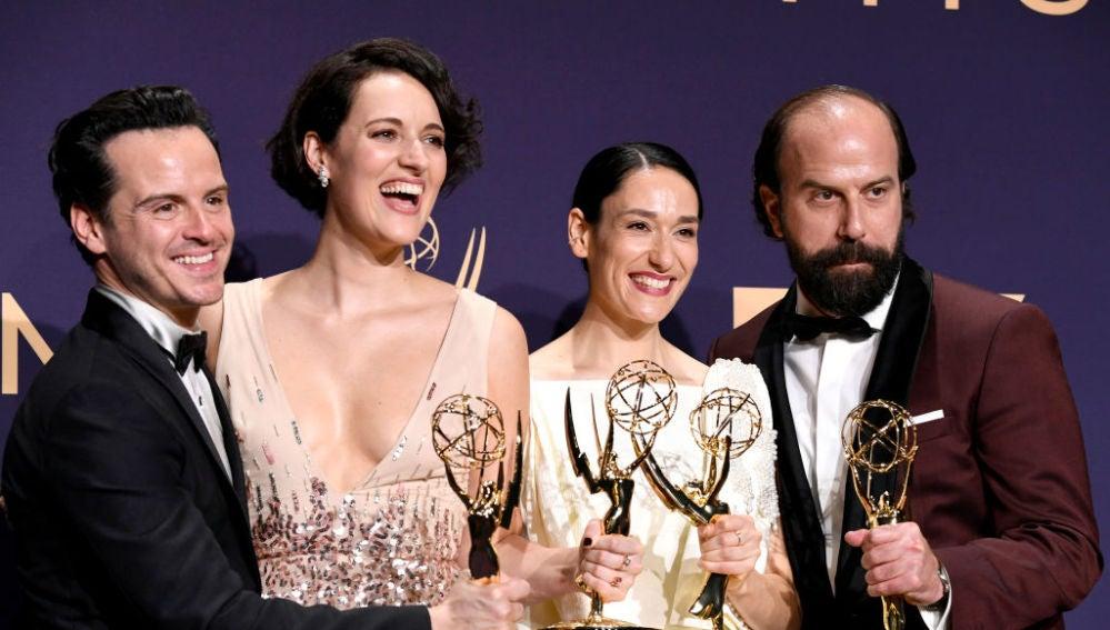 Los protagonistas de 'Fleabag' con los Emmy