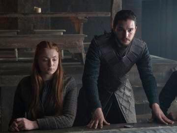 Sophie Turner y Kit Harington, Sansa Stark y Jon Snow en 'Juego de Tronos'
