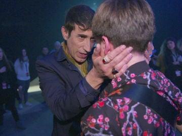 José María Sepúlveda calma las lágrimas de Guillermo Rueda tras su actuación en 'La Voz Kids'