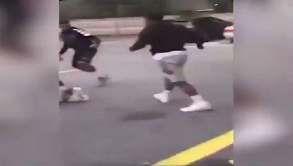 Asesinado un adolescente mientras los demás graban la escena sin ayudarle