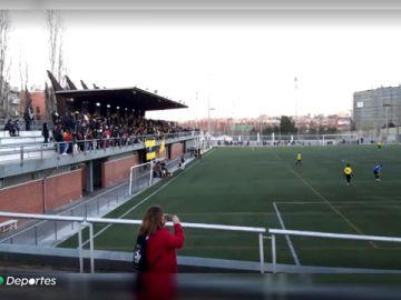 Un niño de 8 años, herido grave tras caerse a la calle desde la grada de un estadio de fútbol en San Andreu