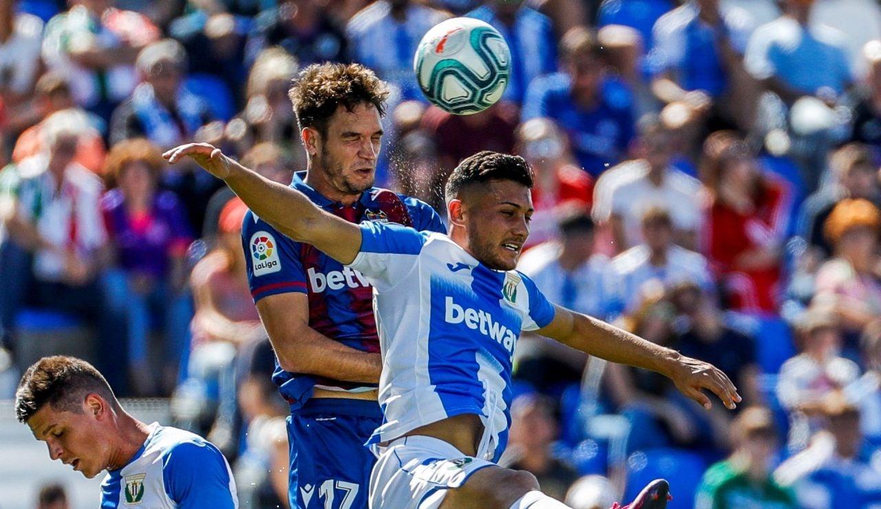 Momento del partido entre Leganés y Levante en Butarque