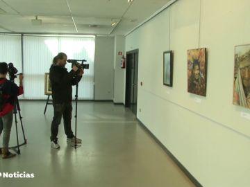 Críticas por la exposición de los cuadros del etarra Jon Bienzobas en Galdácano