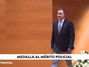 Medalla al mérito policial para el periodista de Antena 3 Noticias Ángel Pinto