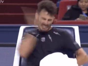 Londero se abofetea en su partido ante Andy Murray
