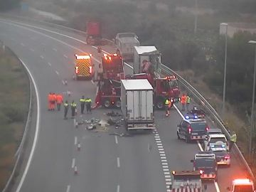 Accidente entre dos camiones en AP-7