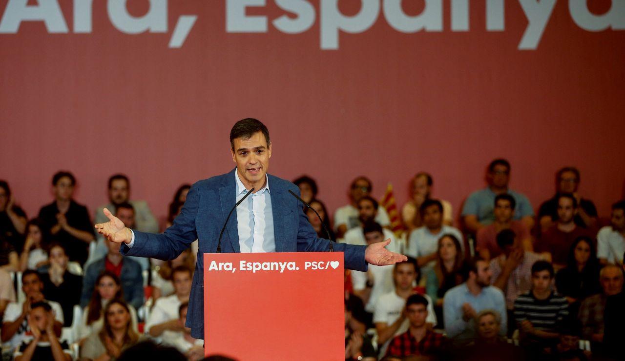 Pedro Sánchez habla durante un mitin del PSOE