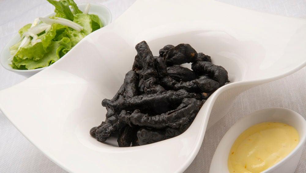 Calamares negros con alioli de azafrán