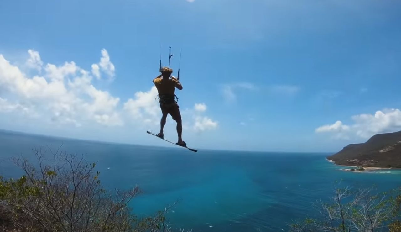 El danés Nick Jacobsen saltando al agua desde 84 metros de altura