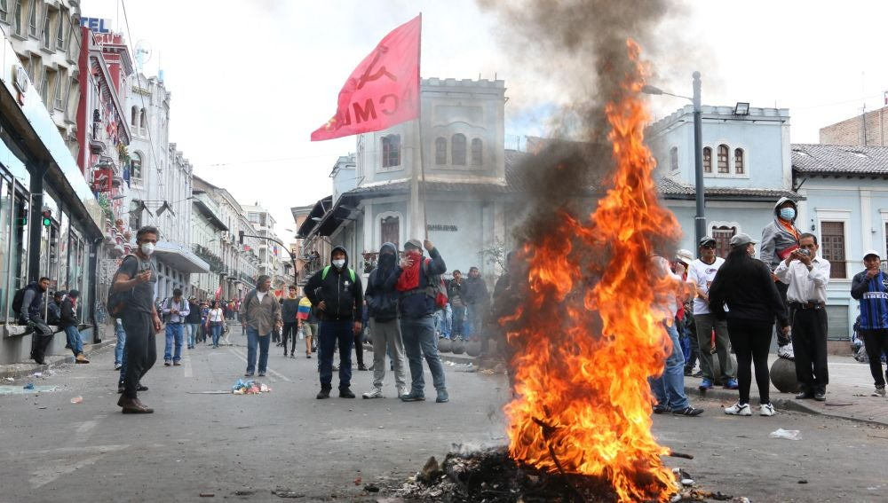 Al menos 9 muertos y cientos de detenidos en las protestas contra los recortes del gobierno de Ecuador