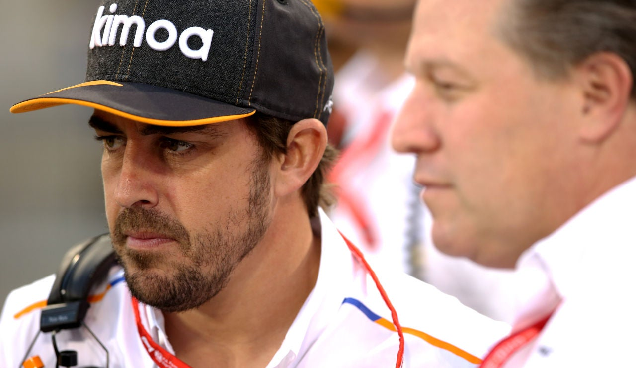 Fernando Alonso y Zack Brown