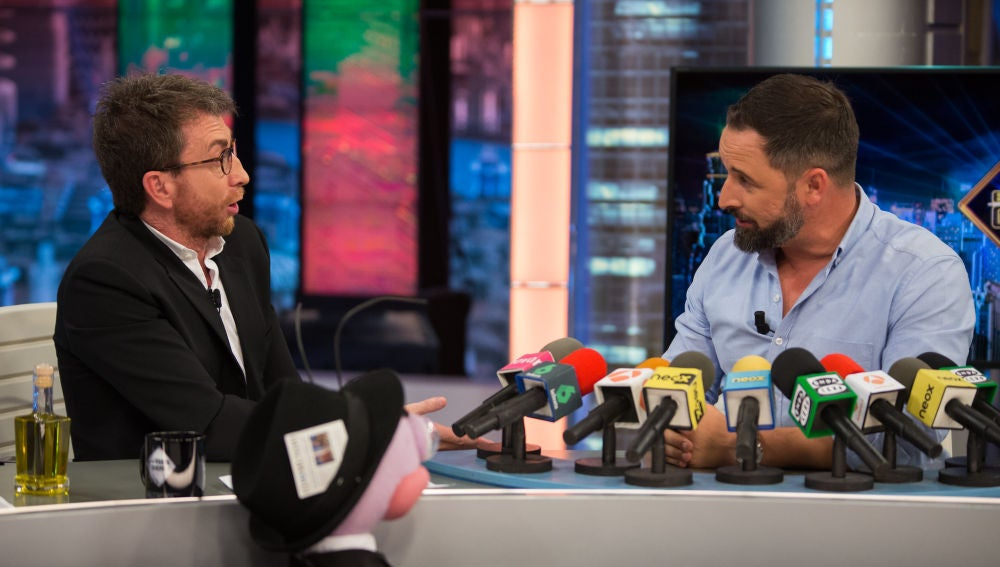 Santiago Abascal se enfrenta a la rueda de prensa ibérica de Trancas y Barrancas